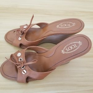 AUTH Tod's Tan Wedge Leather Sandals